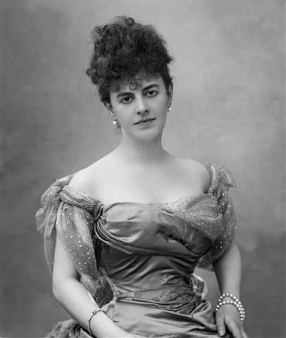 La comtesse Élisabeth Greffulhe en 1895.Photographie de Paul Nadar. Wikimedia